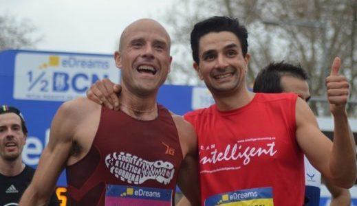 Miguel Ángel Rabanal (derecha), en la media maratón de Barcelona