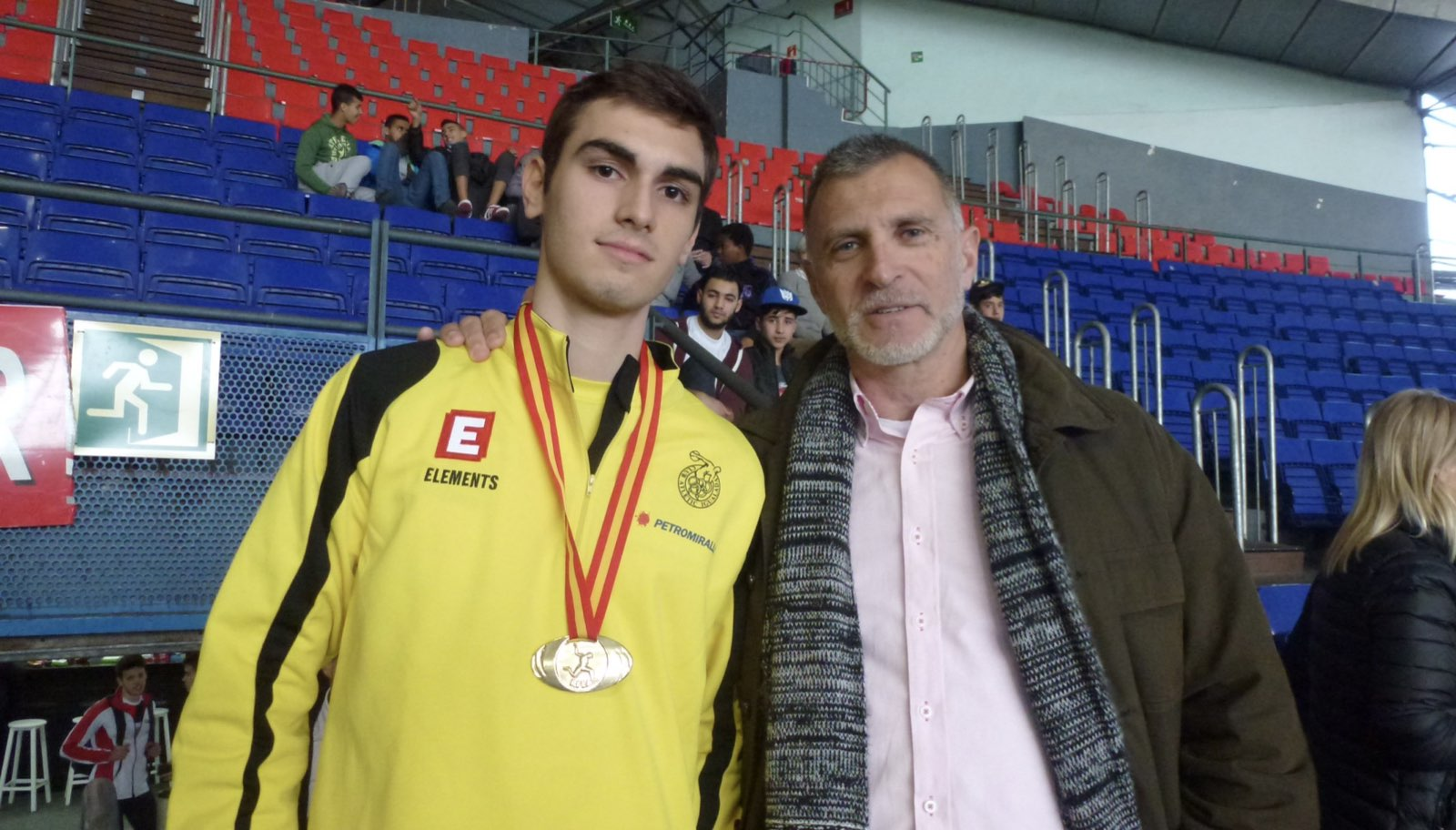 Antonio Corgos, con uno de sus atletas