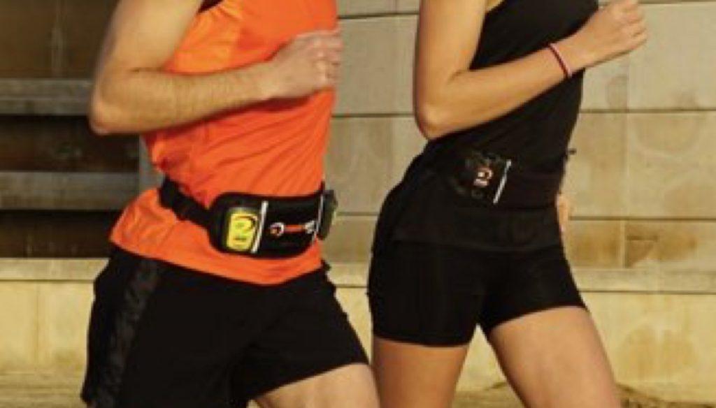 Dos runners corriendo con el cinturón de running Powerinstep